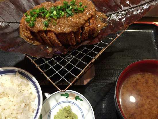 朴葉味噌牛ロースカツ膳(ほおばみそ)